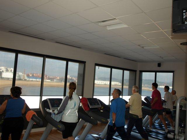 estores enrollables instalados en la sala Fitnes del Talasoponiente de Gijon