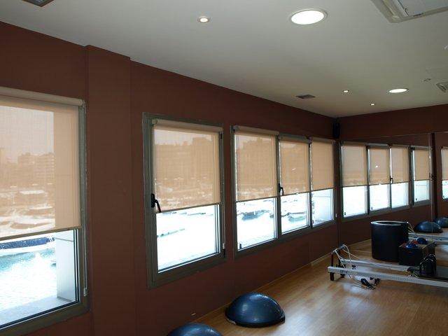 estores enrollables instalados en la sala Kinesis del Talasoponiente de gijon