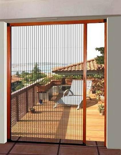 mosquitera plisada en puerta de acceso a terraza