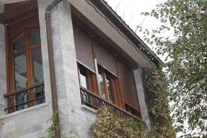 persianas de cajon exterior en corredor
