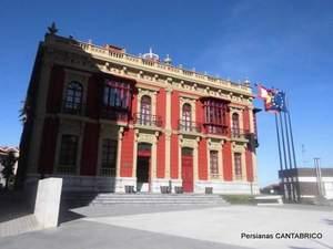 edificio del Ayuntamiento de Candas