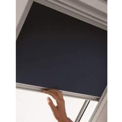 primer plano de cortina de oscuridad Velux